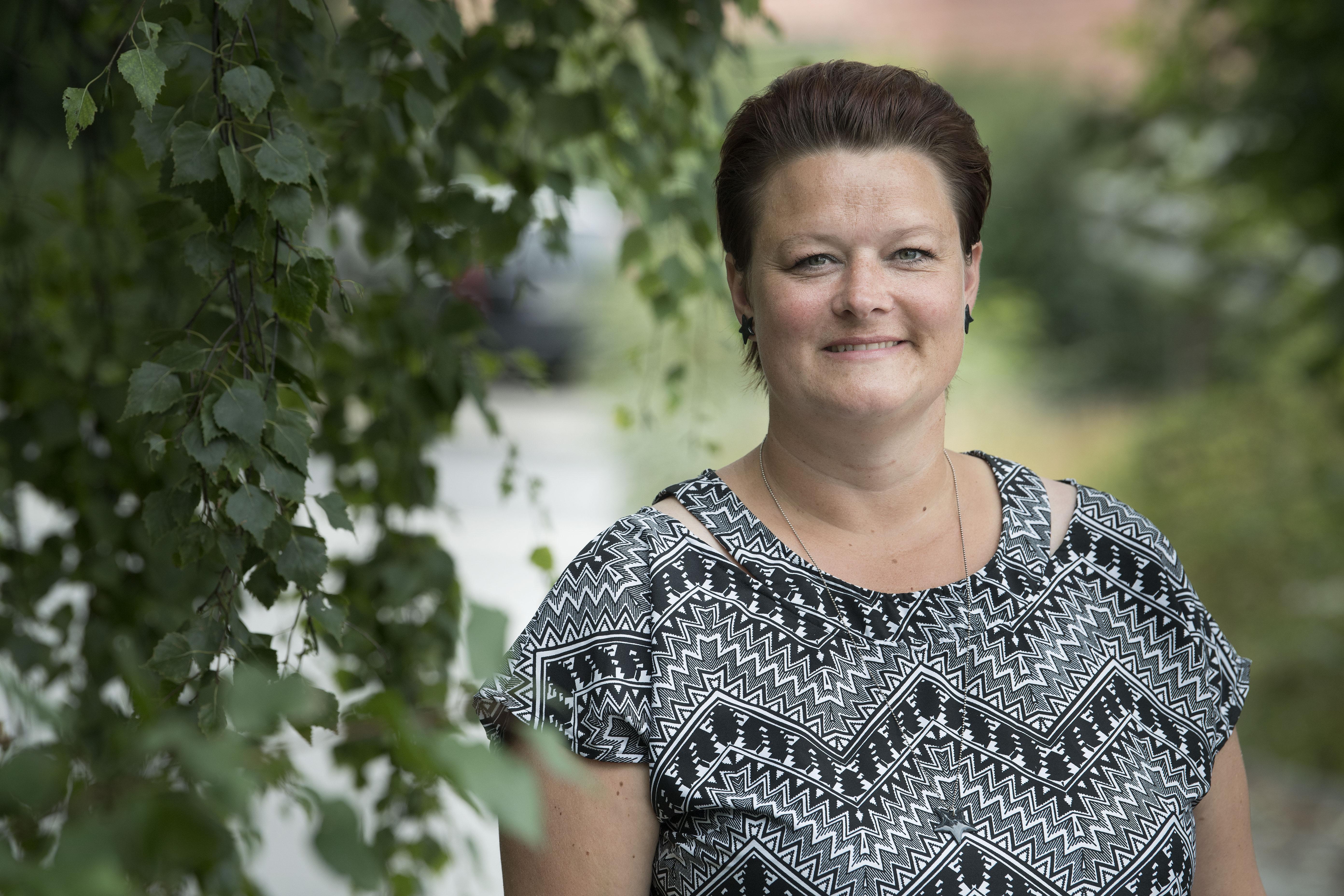 - Når en ung kommer med en genoptræningsplan fra ungeambulatoriet, er der fokus på helheden i den unges tilværelse, fordi man i ungeambulatoriet har neuropsykologisk viden, siger hjerneskadekoordinator og ergoterapeut Karina Bystrup Rønaa fra Vesthimmerlands Kommune i Region Nordjylland.