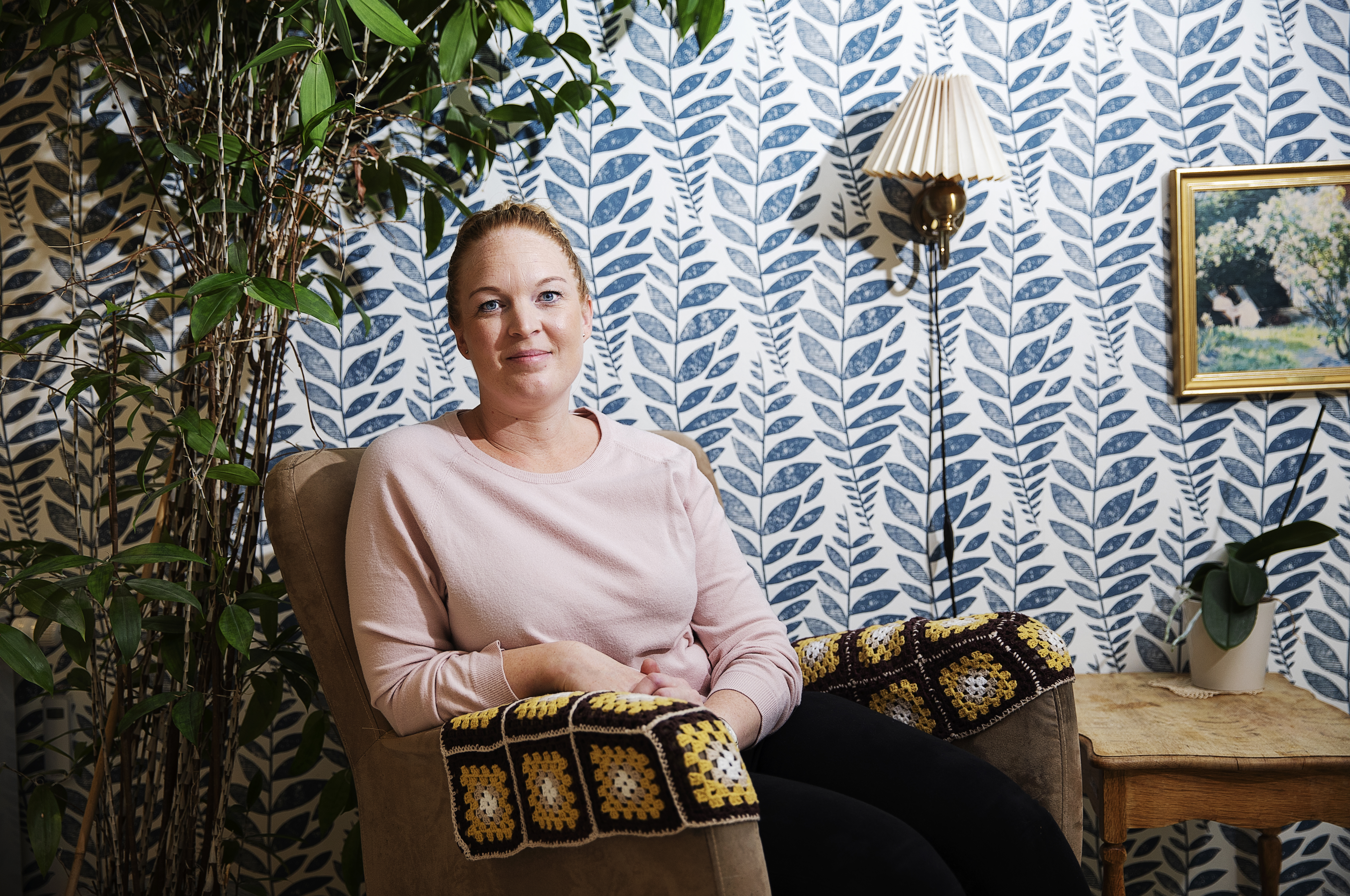 """Anya Bæksted er ansat som ergoterapeut på Bo-enheden Kildebakken i Vissenbjerg. På grund af besparelser i kommunen, bliver hun dog """"sparet væk"""" fra 30. november 2019. Hun er dog fast besluttet på at holde fast i sin arbejdsglæde."""