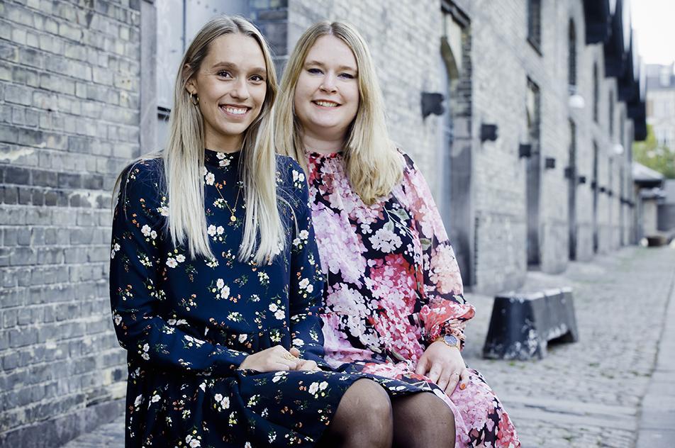 Maja Kjeldsmark Villadsen (tv) og Sarah Elisabeth Andersen vandt prisen for bedste bachelorprojekt.