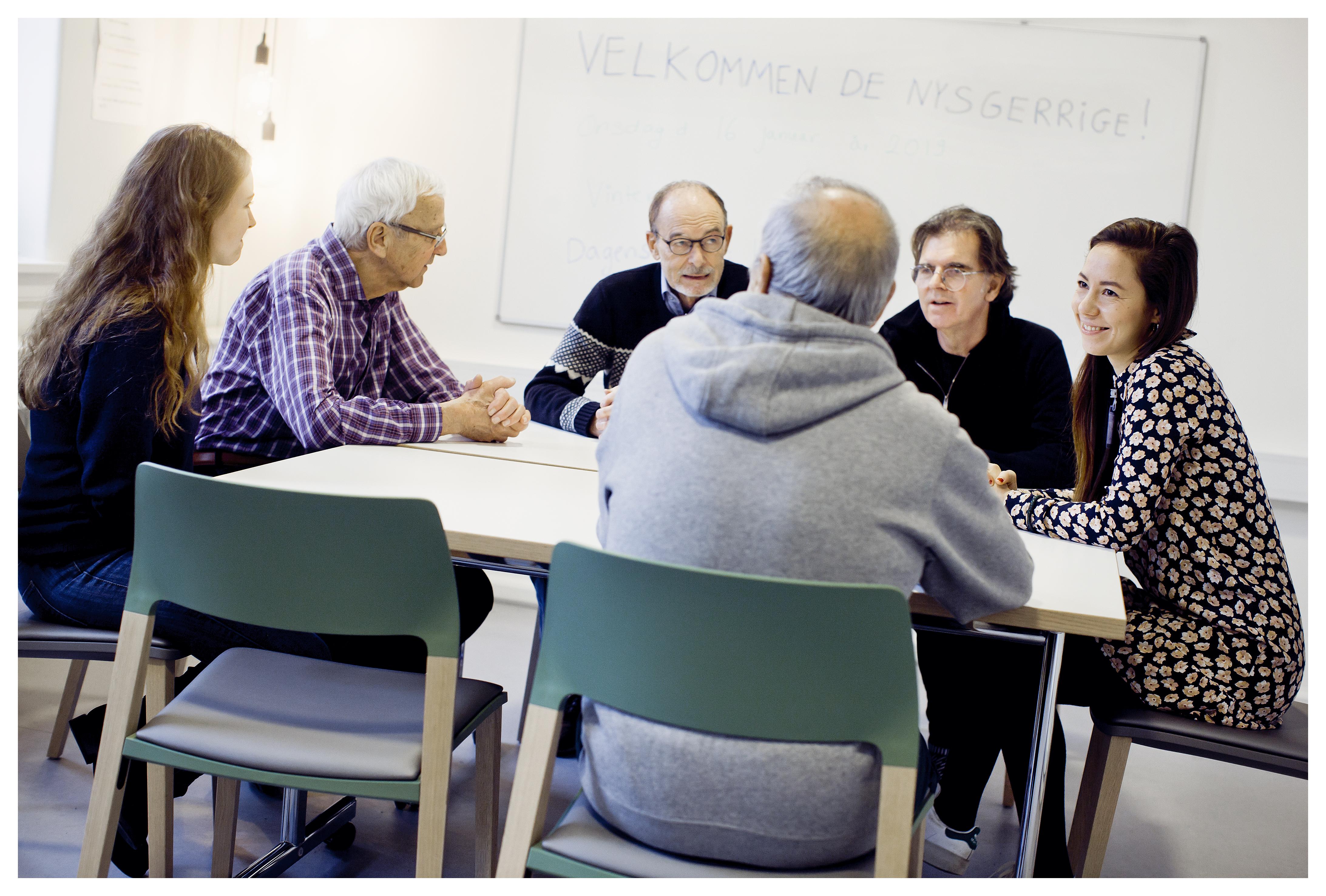 Kognitiv stimulationsterapi – også kaldet CST - er en evidensbaseret terapiform til demente borgere. Metoden bruges i 27 lande – men ikke i Danmark, og det vil forskningsleder Rikke Gregersen og ergoterapeut Annette Johannesen lave om på.
