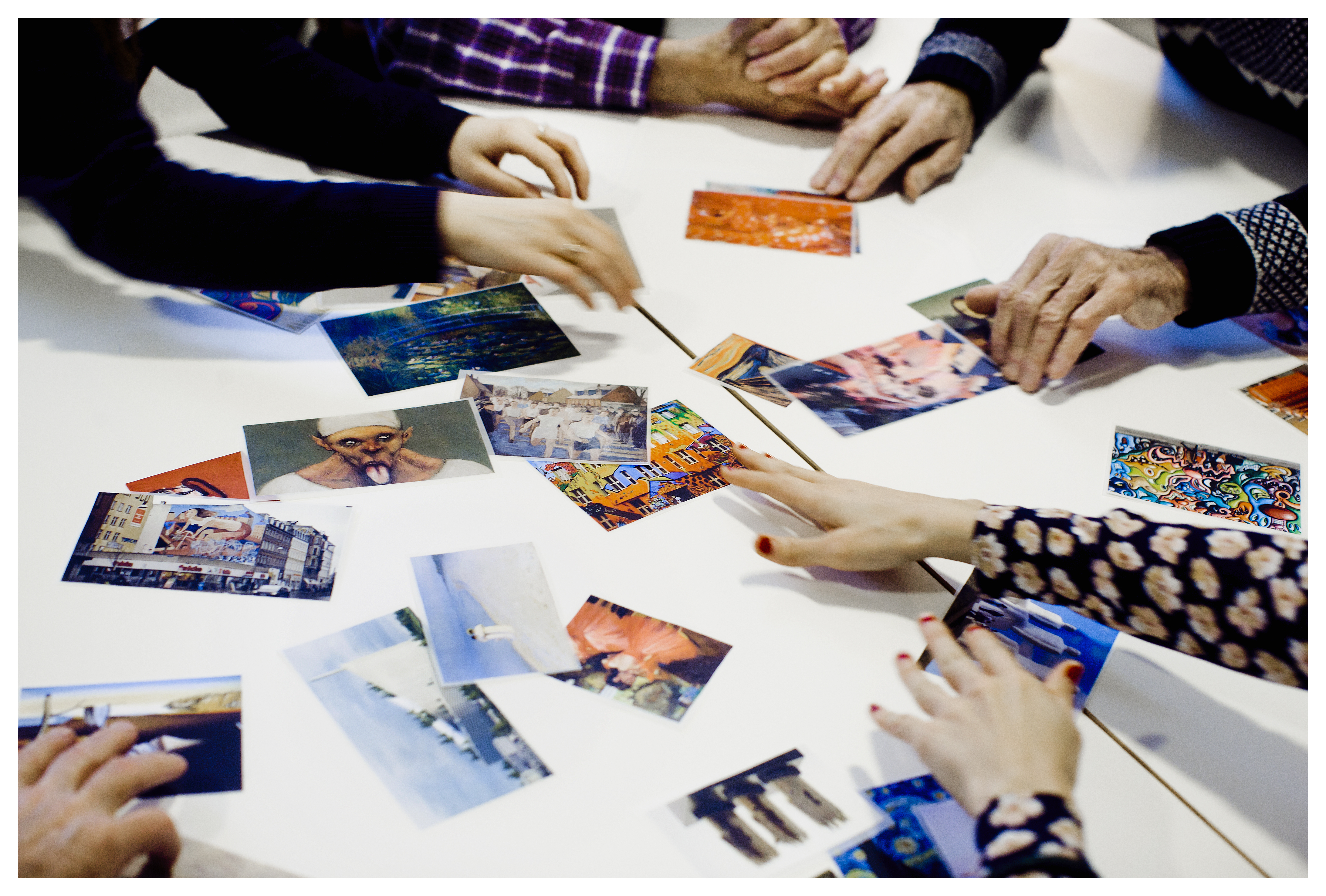 CST er en evidensbaseret terapiform, der fremmer kognitionen hos borgere med demens gennem meningsfulde samtaler i grupper - for eksempel om kunst.