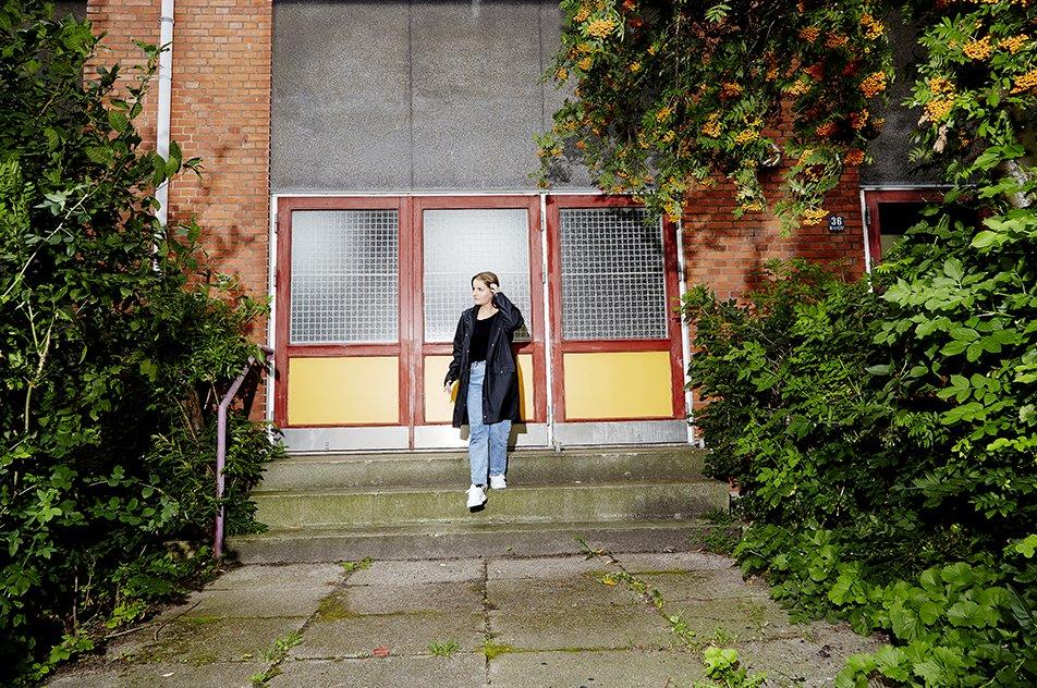 — Det er spændende at arbejde med et menneske, som har mange udfordringer, men også mange ressourcer – også til at lære fra sig, siger Cecilie Gry Christiansen, der er 24 år og ved siden af studiet arbejder som hjælper for en kvinde med kognitive vanskeligheder og fysiske funktionsnedsættelser.