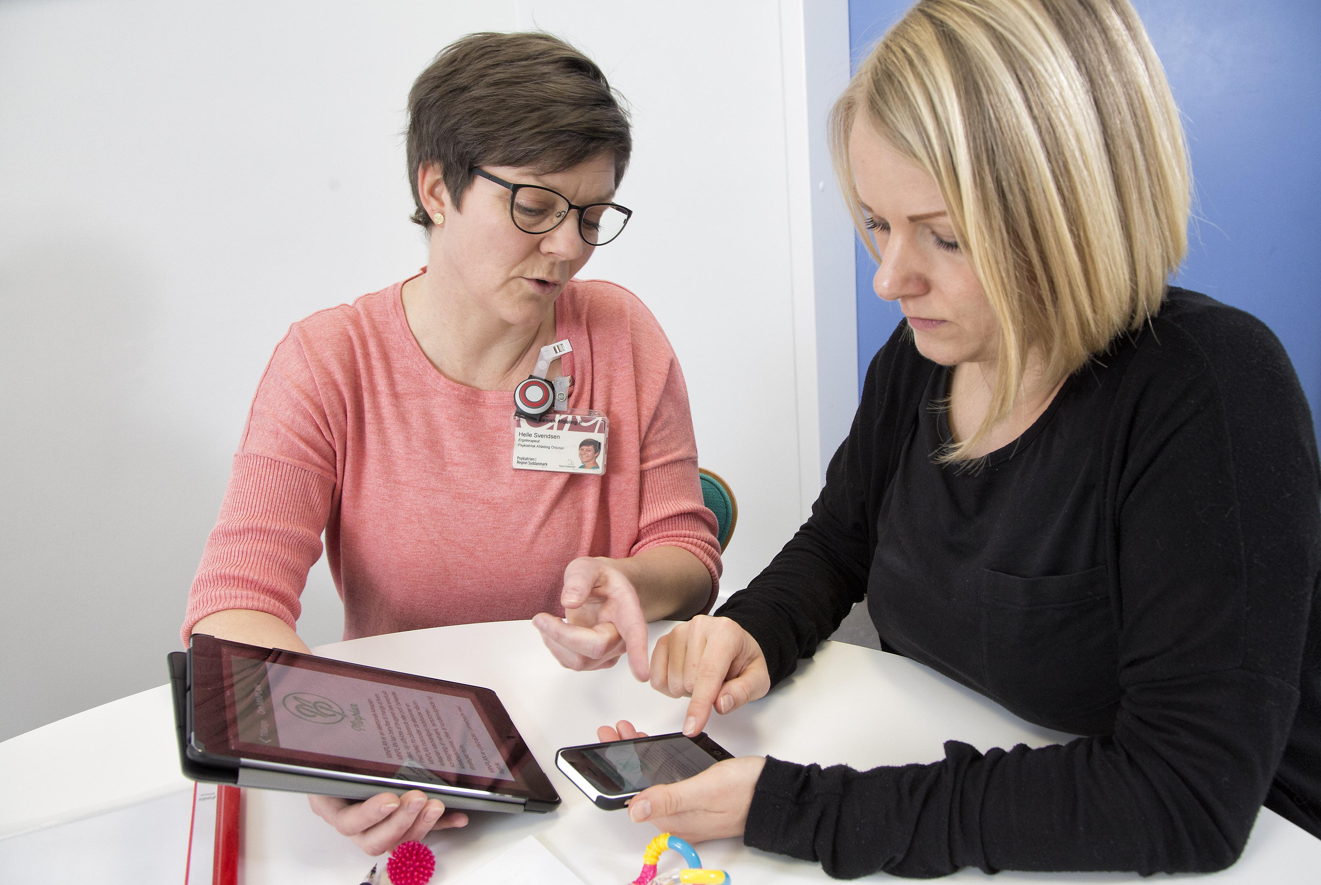 - MinPlan skal ses som en hjælpende hånd i hverdagen, der gør patienterne til herre i eget liv. De vil forhåbentlig blive indlagt med tvang færre gange og overtage noget af ansvaret selv – netop ved at benytte de løsninger og strategier, der er indtastet på appen, siger Helle Nystrøm Svendsen.