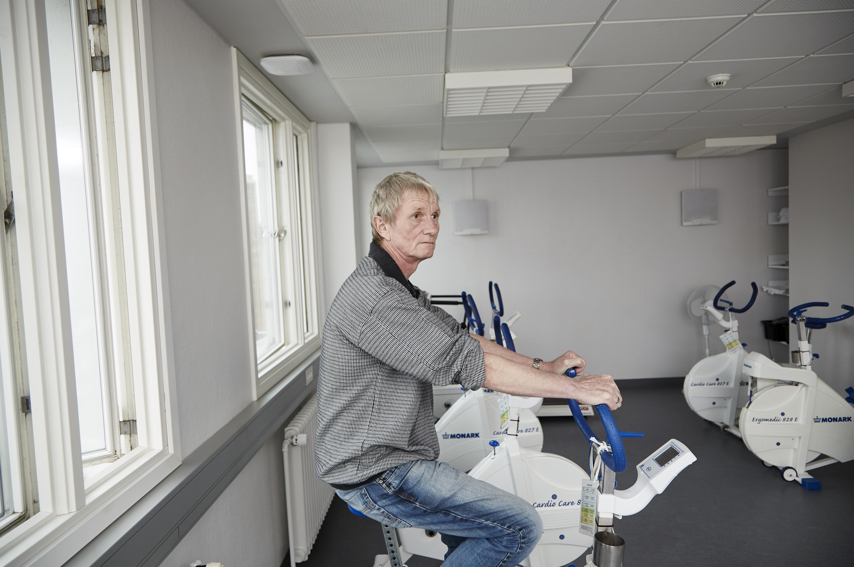 Bo Lundberg var en af de mange hjertestopoverlevere, der havde skjulte kognitive følger, og dem arbejder han nu med hjælp fra både Vejle Sygehus og kommunens Sundhedshus på at forbedre.