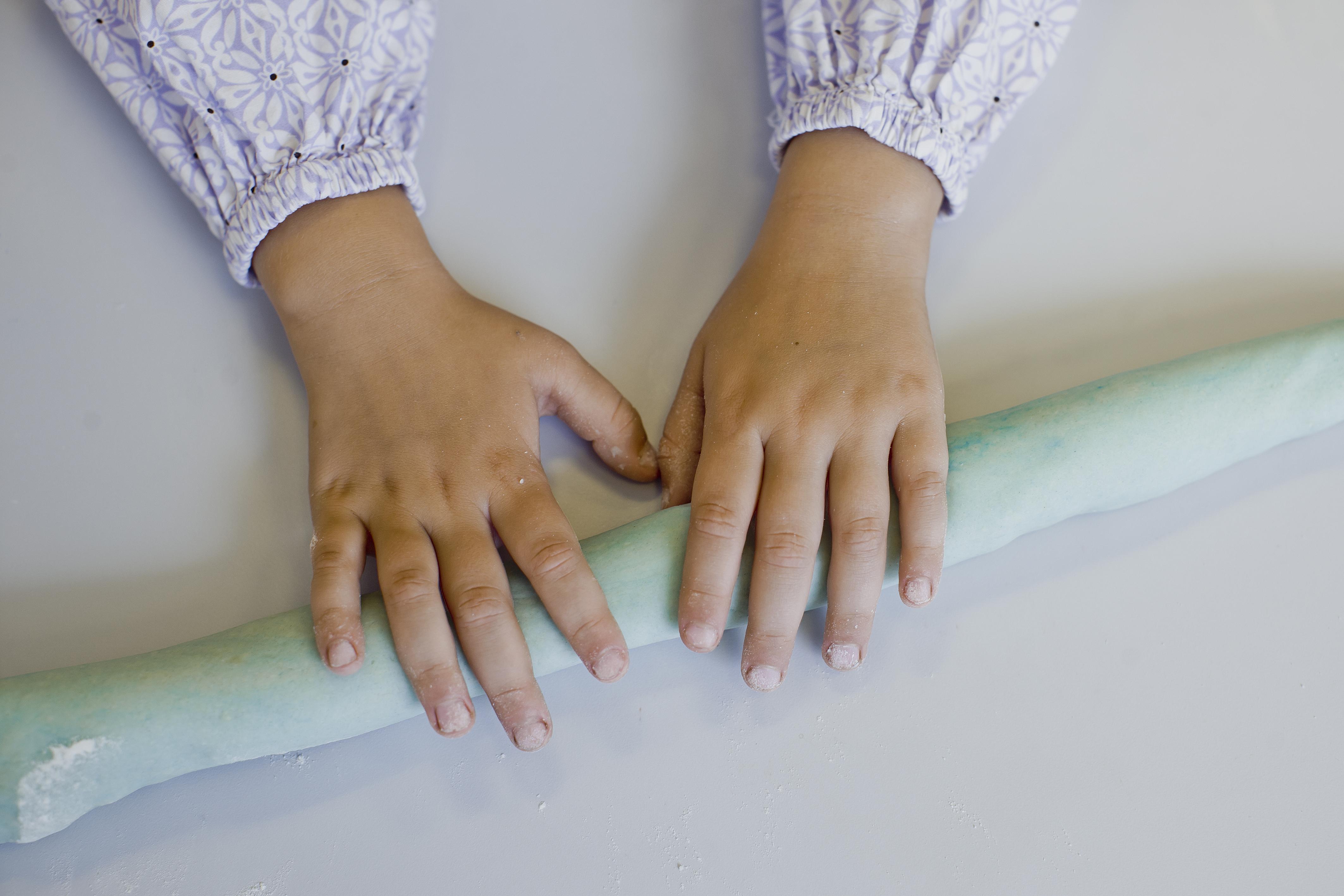 De aktiviteter, som ergoterapeuten laver med børnene, har til formål at gøre dem mere trygge ved deres egne sanser og lære at håndtere de mange indtryk i institutionen.