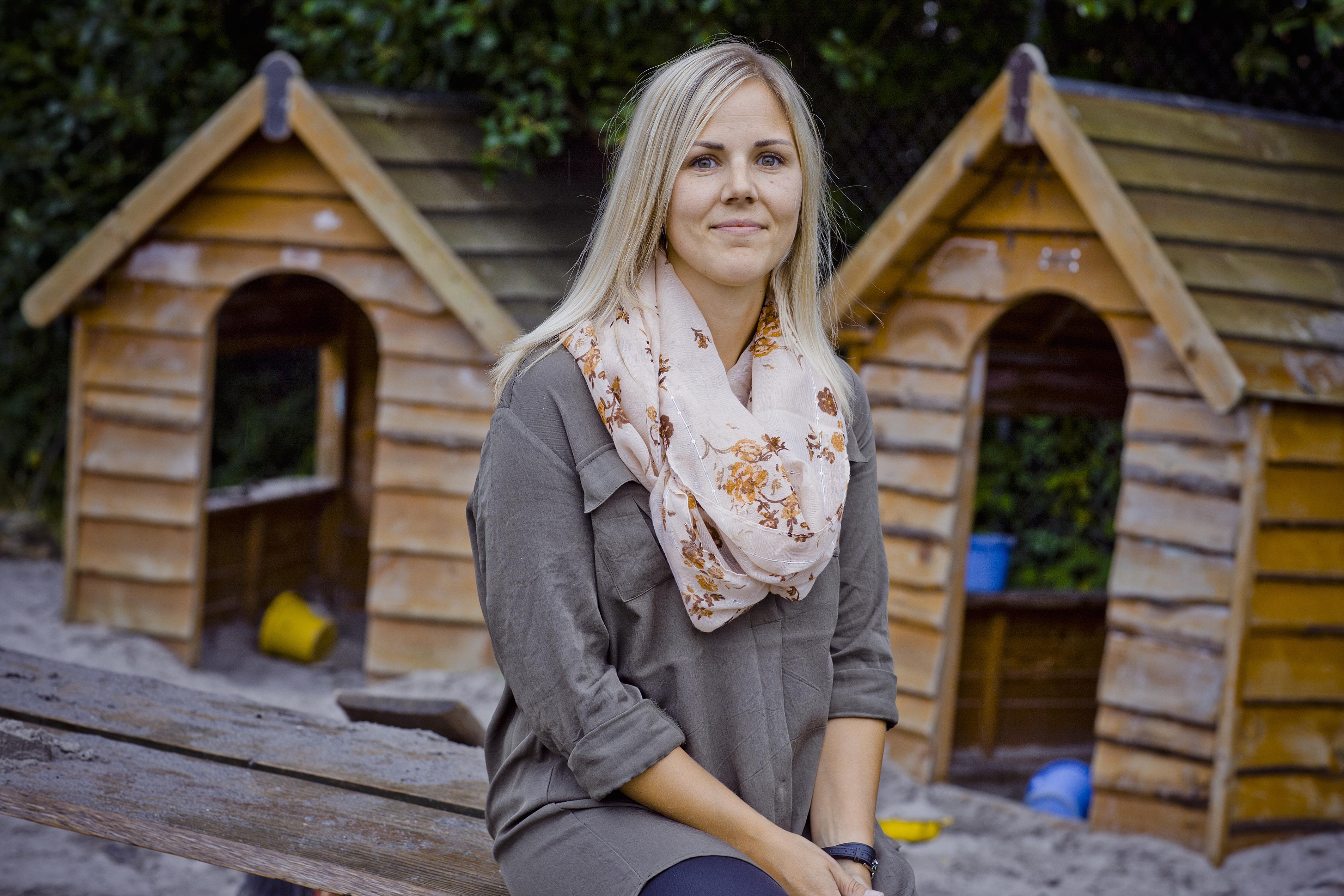 Julie Lerche-Thomsen er glad for sin dobbeltrolle i Sundloppen, da det giver hende en lettere indgang til børnene, fordi de er vant til at se hende i hverdagen.