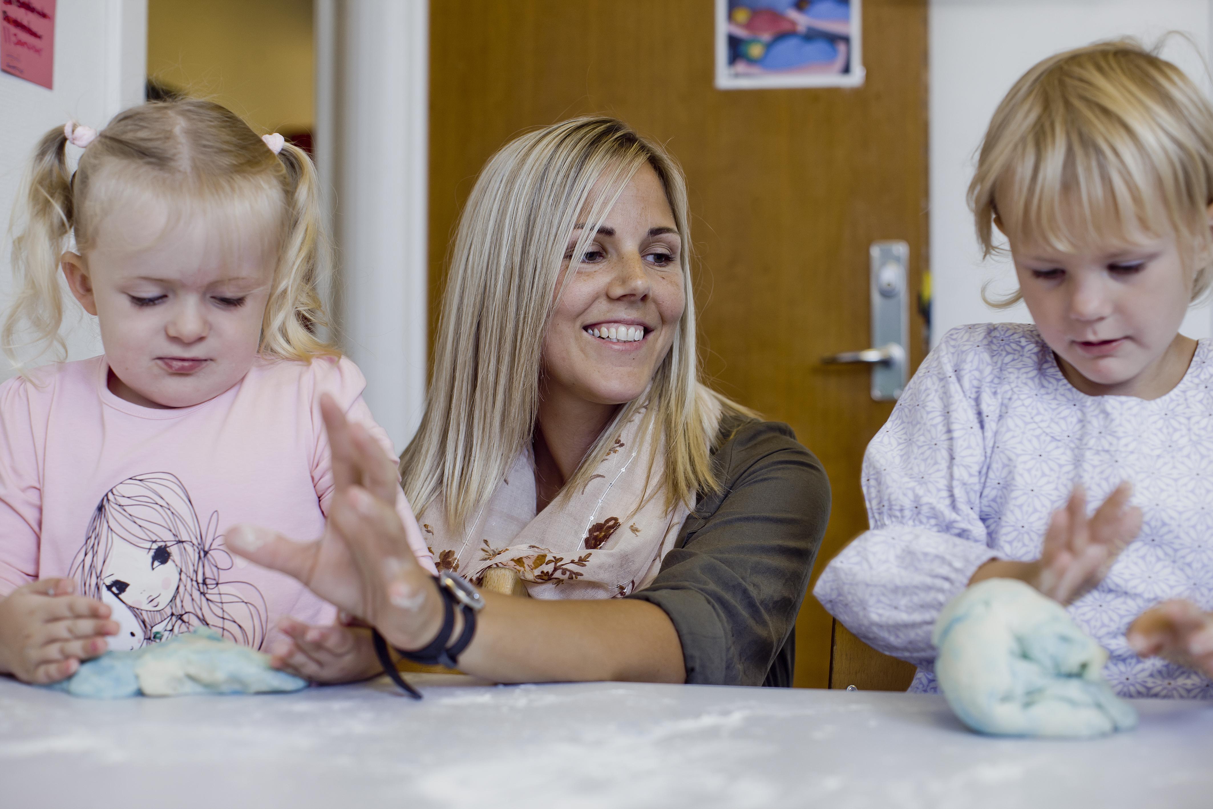 Når Julie Lerche-Thomsen har sine ergoterapeuttimer i Sundloppen, kan hun arbejde en-til-en med børnene og derigennem give dem bedre forudsætninger for at håndtere hverdagen i institutionen.