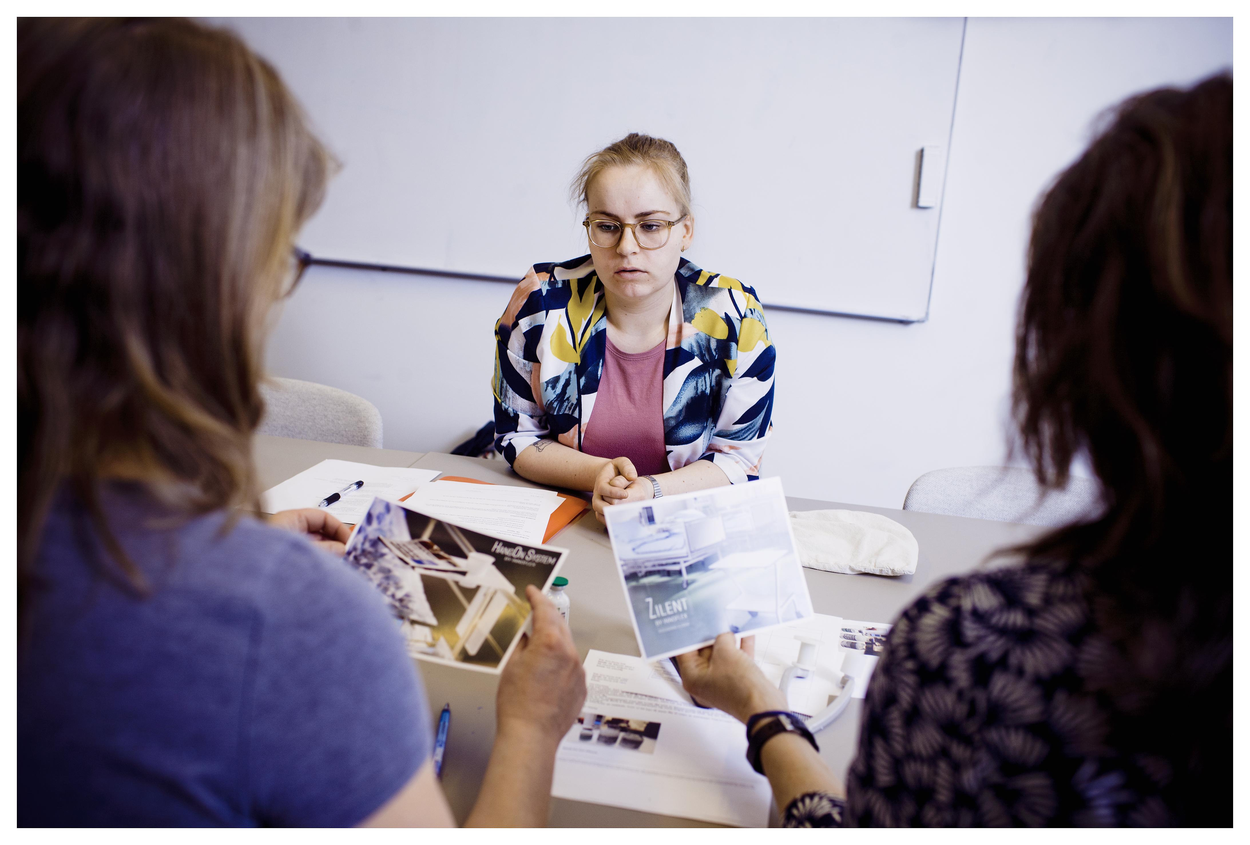Mette Bidstrup tog på egen hånd initiativ til at komme i praktik hos en virksomhed, fordi hun mente, at ergoterapiens aktivitet- og hverdagslivsperspektiv kunne anvendes i en bredere udstrækning, end hvad på nuværende tidspunkt er tilfældet.