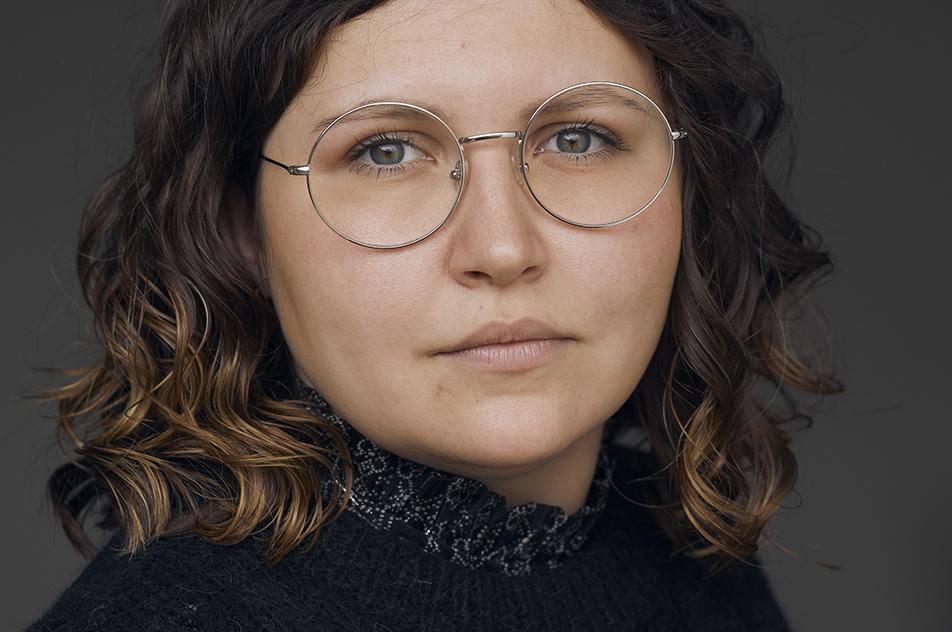 """25-årige Mia Hansen er lige nu den yngste ergoterapeut, der er valgt som TR. Hun påtog sig hvervet i oktober 2020, fordi hendes kolleger mente """"at det var noget for hende""""."""