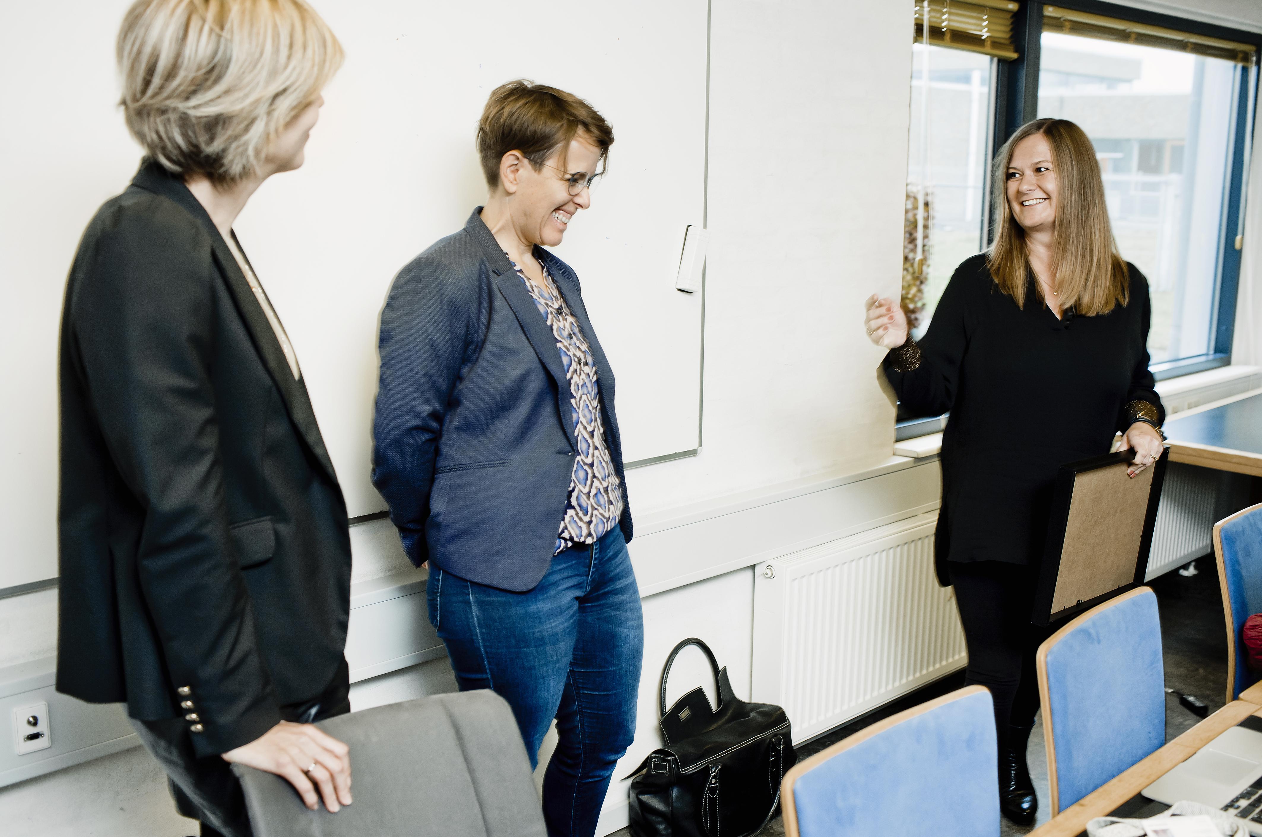 Ergoterapeut, MHP, ph.d. og docent Line Lindahl-Jacobsen fik mandag 18. november overrakt årets ROPOX-pris på Professionshøjskolen Absalon..