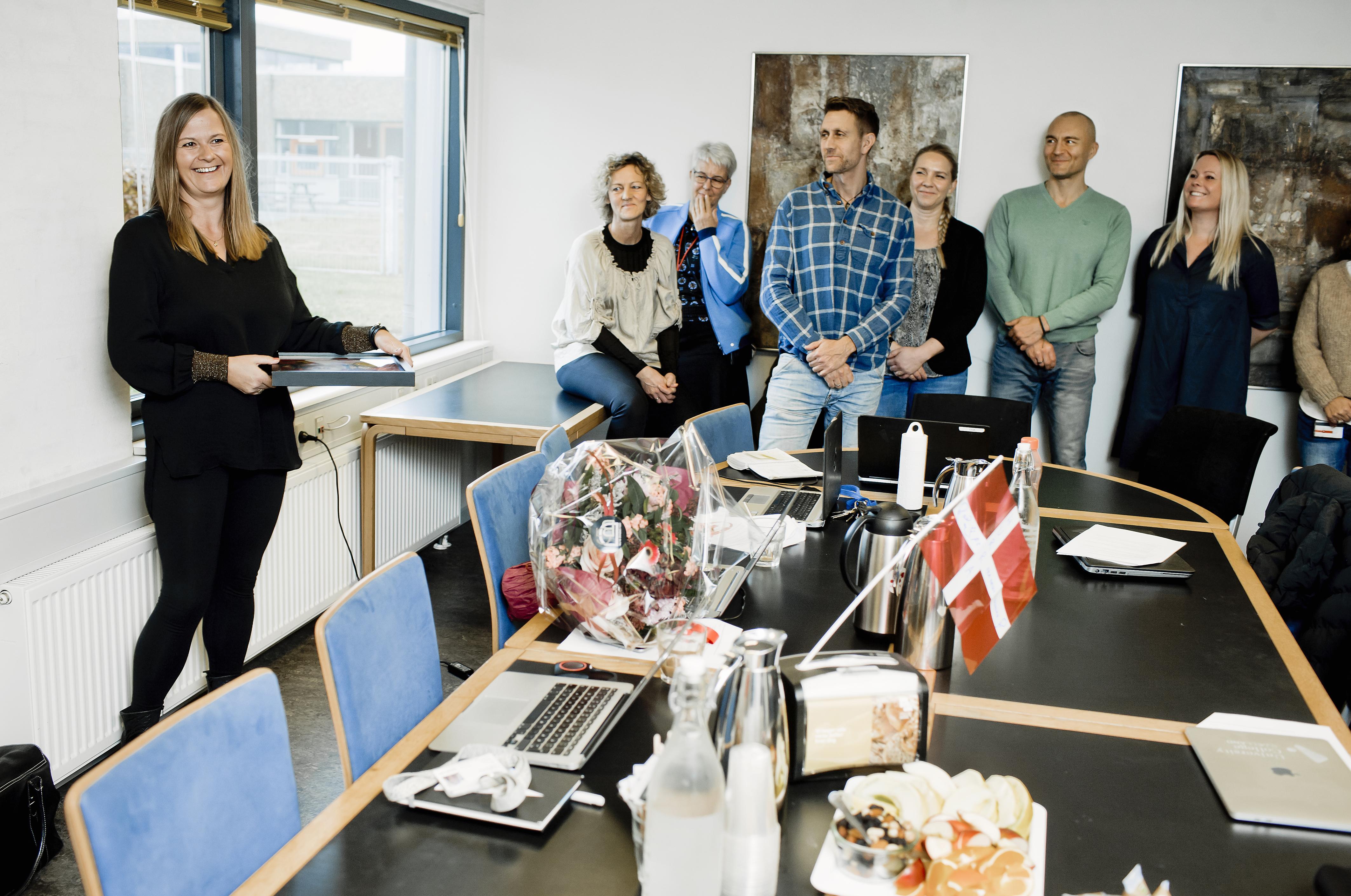 Det var en glad Line Lindahl-Jacobsen, der i dag - mandag den 18. november modtog årets Ropox-pris på Professionshøjskolen Absalon.