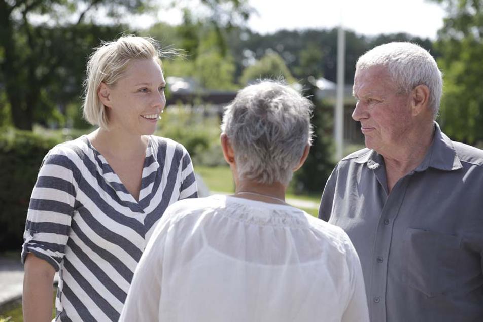 Demensteamet i Køge Kommune samarbejder med ægteparret Frank og Tolly Volder. Teamet står for en lang række tilbud til borgere med demens og deres pårørende.