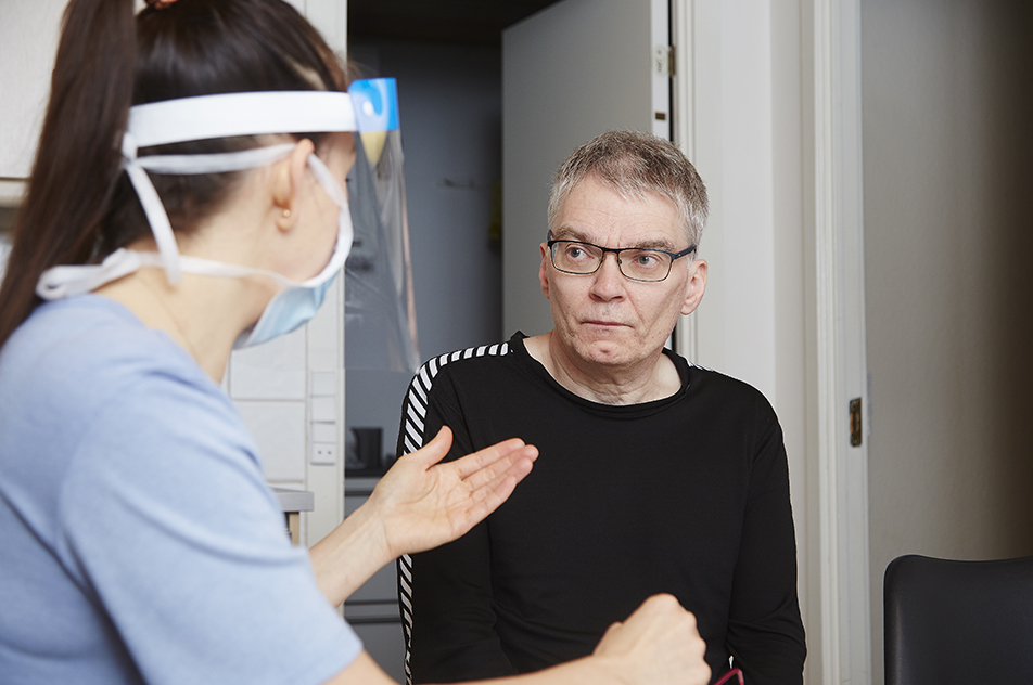 Henrik Hasselholt Jørgensen er godt klar over, at træning og behandling kan ikke bremse ALS-sygdommen, men han er indstillet på at træne, alt hvad han formår, så han kan spise og holde sin vægt så lang tid som muligt.