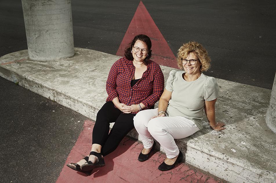 Michelle Warren (til venstre) blev af Anne Grete Pilgaard ansat i et nyt job, selv om hun var vingeskudt af en hjernerystelse.