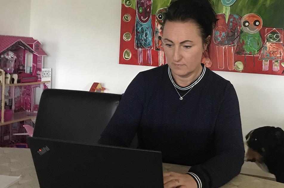Louise Düwel er som ergoterapeut udtaget til at tage sig af Covid-19-patienter indlagt på Sygehus Sønderjylland i Aabenraa. Men uvisheden om, hvor længe hun skal være væk fra sin normale hverdag begynder at fylde.