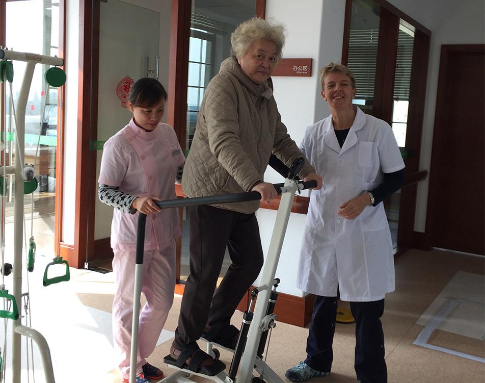 I oktober rejste ergoterapeut Rikke Mikkelsen til Shanghai for at hjælpe med at etablere et nyt plejecenter. Hun er nu vel hjemvendt, og mødet med en fremmed kultur har især lært hende at sætte pris på den danske.